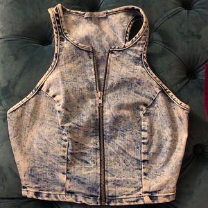 Denim crop top with a zipper